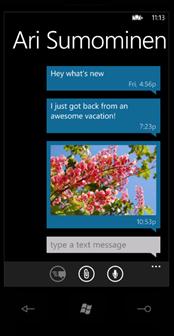 SkyDrive に保存した写真をメール、SMS、メッセンジャーで共有する